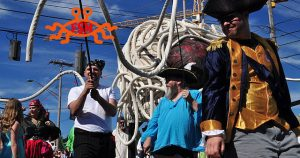 Pastafari feiern Sonnwendfest in Piratenkostümen