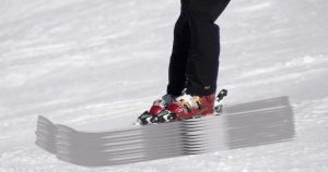 Skifahrer mit SUV-Ski