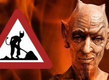 Satan vor Hölle mit 'Achtung Baustelle'-Tafel