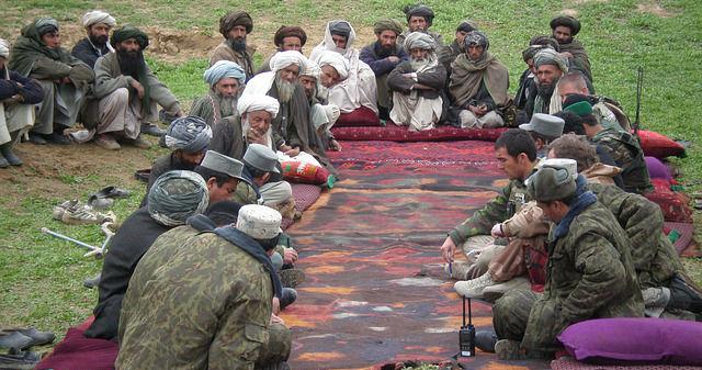 Versammlung afghanischer Männer