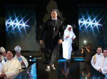 Klerikale Modeschau